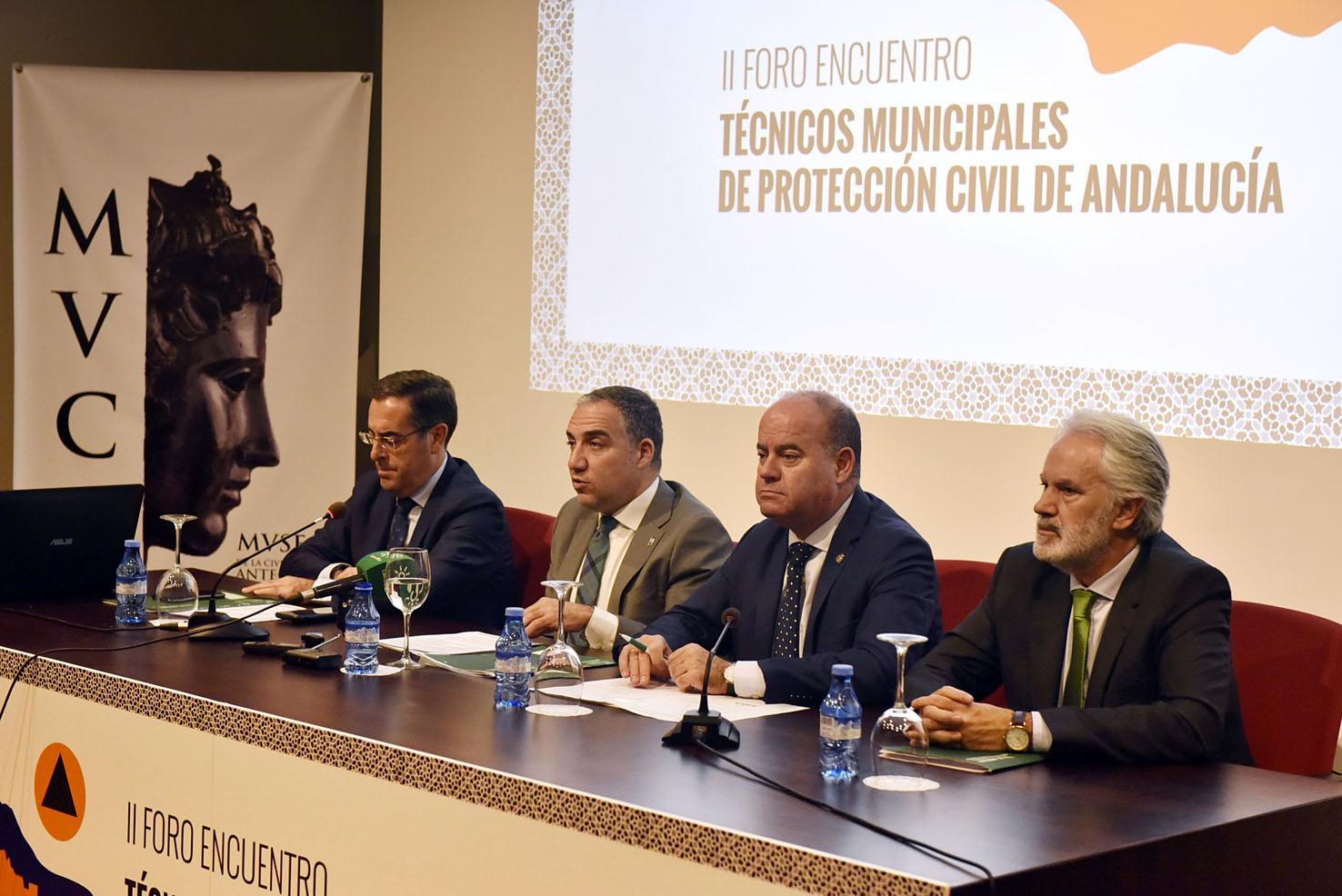 El consejero Elías Bendodo anuncia un decreto pionero en España para regular el Sistema Local de Protección Civil - Las 4 Esquinas