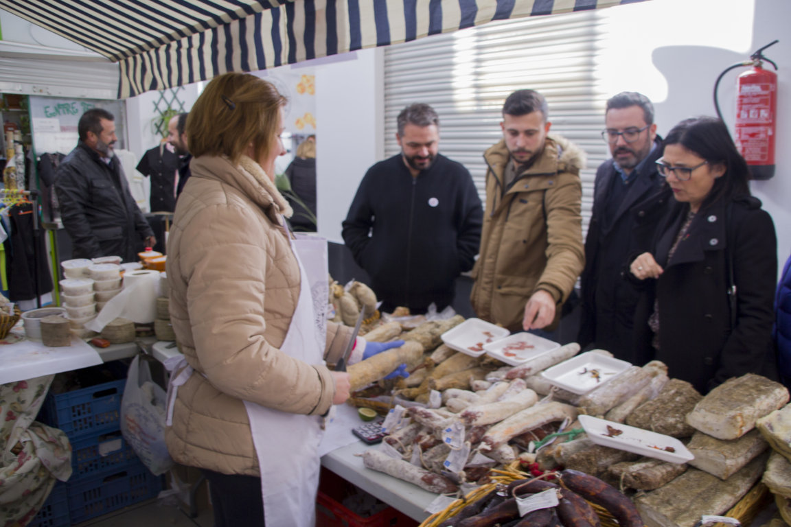 Archidona celebra la Primera Feria de Productos Locales bajo el lema 'Cómete Archidona' - Las 4 Esquinas